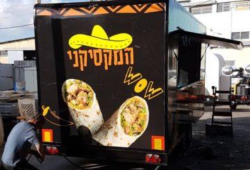 משאית אוכל ממותגת של המקסיקני עם ציורים של בוריטו