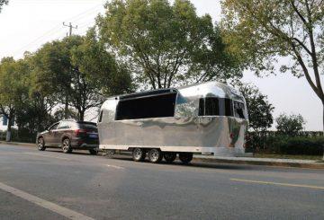 הפוד טראק הכסוף על הכביש